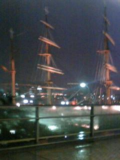 嵐の前の横浜港みらい・稲光・幽玄