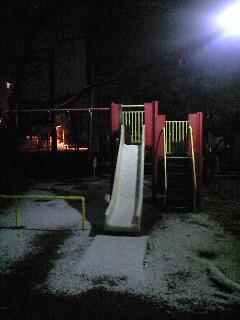 夜中の公園とミルクマン