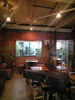 Cafe MURIWUI にて